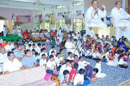Brahma Kumari Premlata Director, Rajyoga Centres Mohali-Ropar Circle addressing the audience at the closing ceremony of Summer Camp at Brahma Kumaris Sukh Shanti Bhawan Phase 7 Mohali.