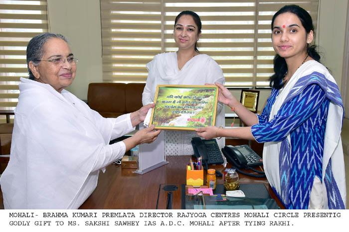 Brahma Kumari Sisters conveying the message of Peace and Universal brotherhood by tying Rakhi